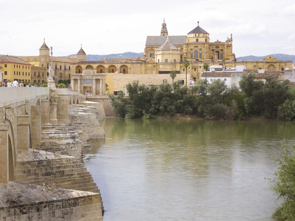 Puente Romano y Mezquita